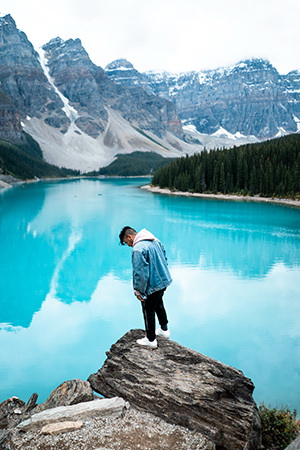 experience the stunning Lake Louise landscape in this parks Canada volunteer program